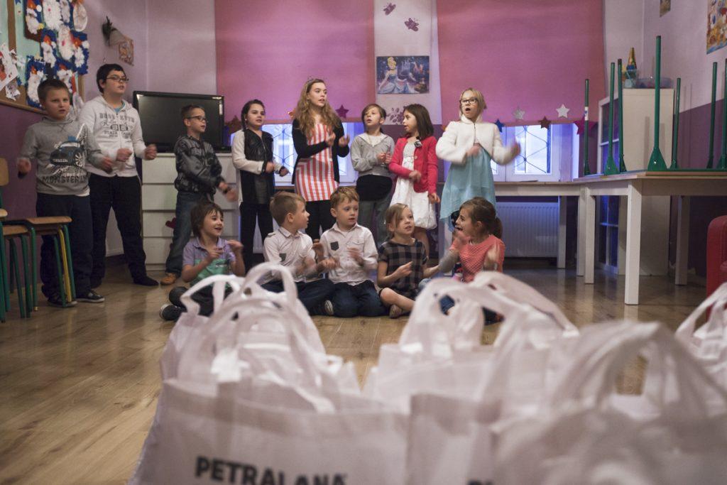 rozdanie-paczek-fundacja-petralana-2016-2
