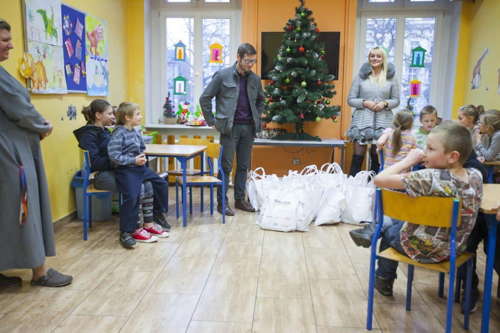 rozdanie-paczek-fundacja-petralana-2016-9